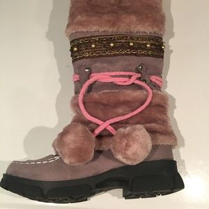 ALMOST BRAND NEW PINK FAUX FUR BOOTS SIZE 8